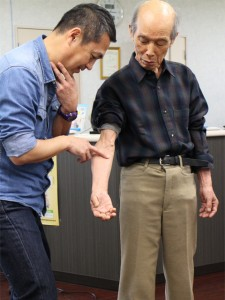 胸鎖乳突筋検査法の様子